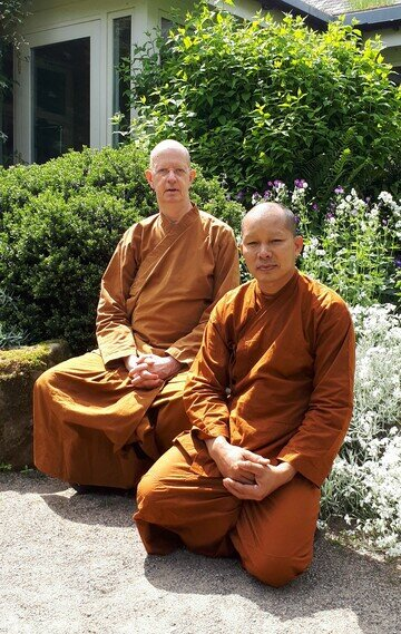 Luang%20por%20munindo%20and%20ajahn%20sawaeng red